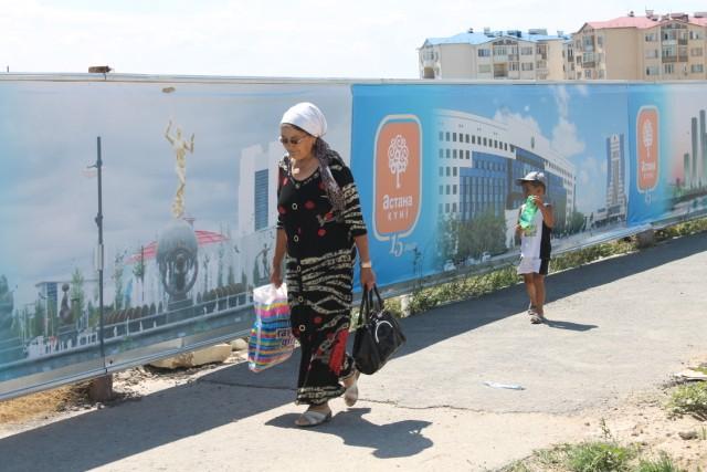 Улицы Шымкента украшают ко Дню Астаны