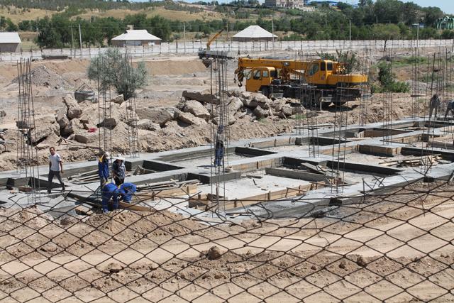 Строительство зоны Африки в зоопарке уже началось.