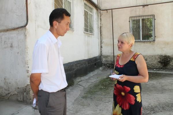 Заместитель районного акима лично следит за проведением работ