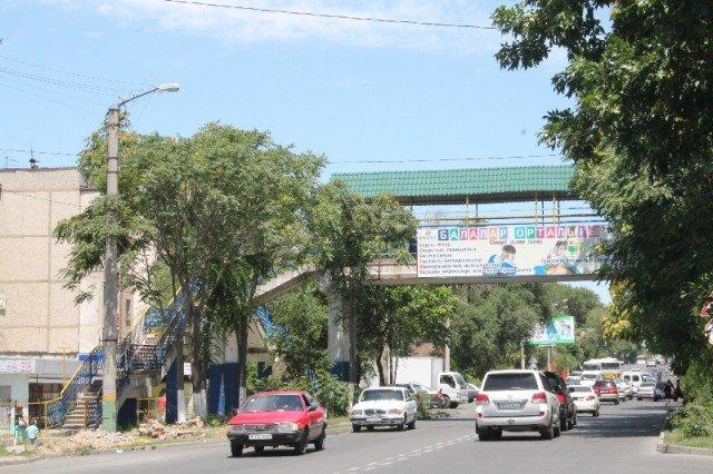 Надземный переход по улице Байтурсынова - самая безопасная дорога в школу