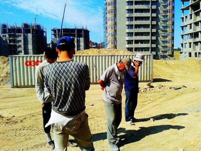 Работники миграционной политики устроили рейд. За первые несколько часов миграционщики поймали 5 нелегалов