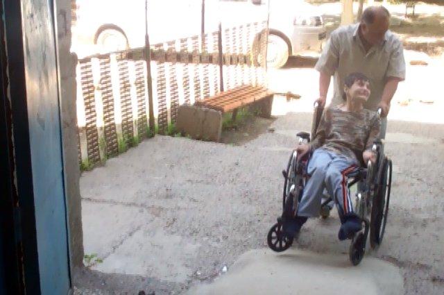 Татьяна Бесшапошникова без коляски передвигаться не может