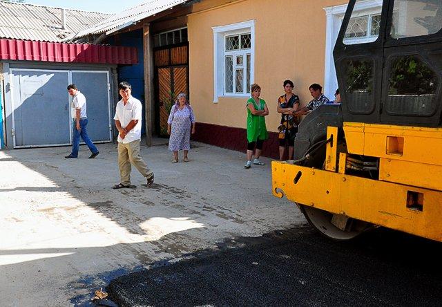 С первого дня ремонта дороги на улице Кожедуба, жители контролируют весь процесс