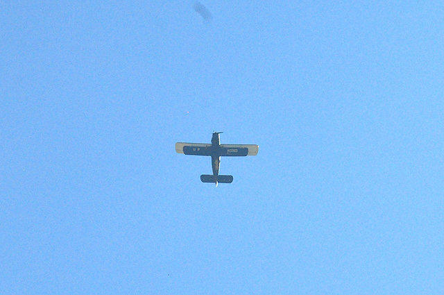 Самолет набрал высоту в тысячу метров