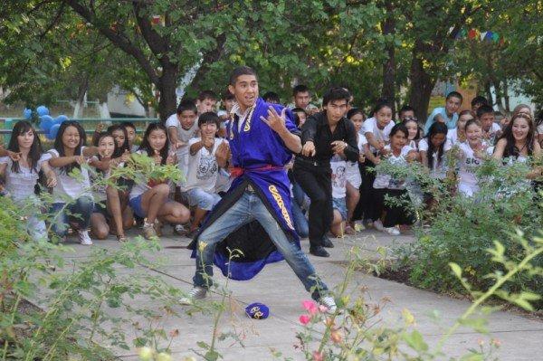 Специально для праздника - танец всем лагерем