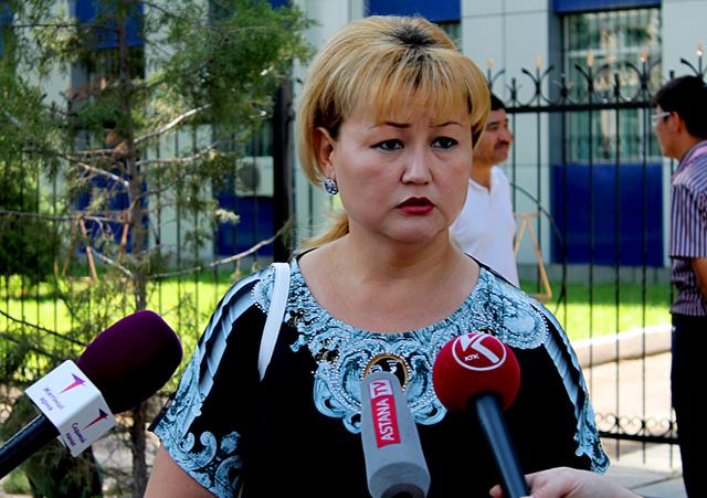 Жаннетта Жазыкбаева во время разговора с журналистами