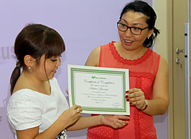 Преподаватели школы английского языка «Миллениум» поздравляют с окончанием курса своих студентов