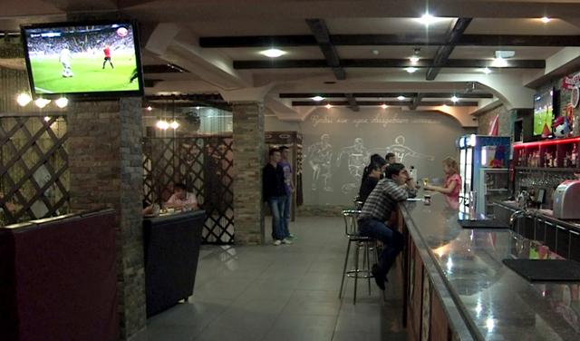 Двери для любителей футбола были открыты для всех в шымкентском кафе