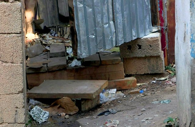 В центре Шымкента появился самодельный туалет