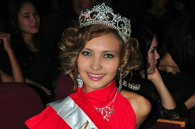 одна из главных гостей вечара мисс Алматы - 2013 Айгерим Кожаханова