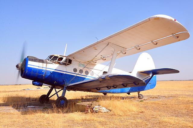 Ан-2 с парашютистами на борту к полету готов