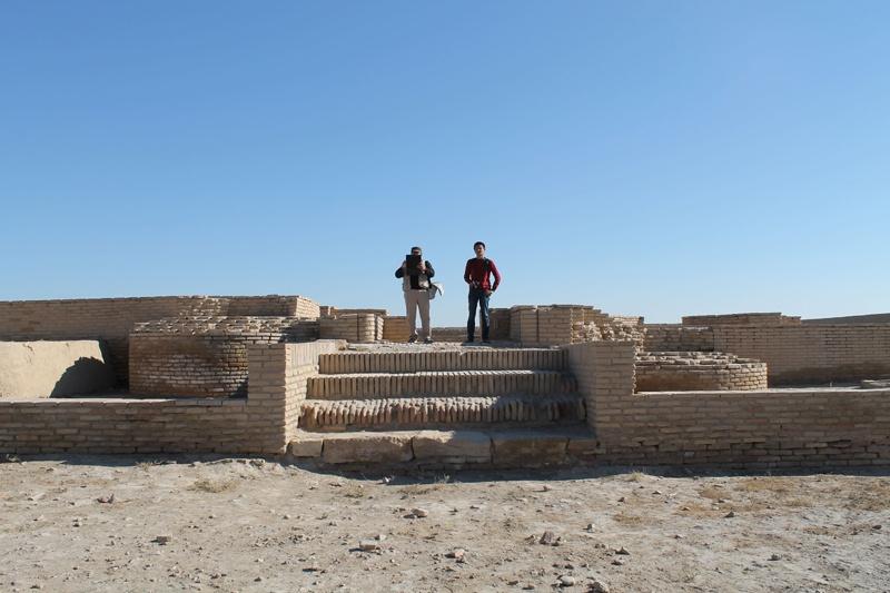 """Здесь возвышалось новое медресе """"Убайдулла-хана"""", построенное предположительно в XVI веке, когда расположенное напротив старое медресе уже стало непригодным для обучения студентов"""
