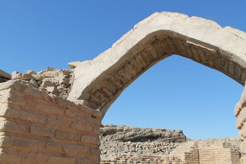 Эту, единственную сохранившуюся с тех времен арку, археологи считают настоящей драгоценностью