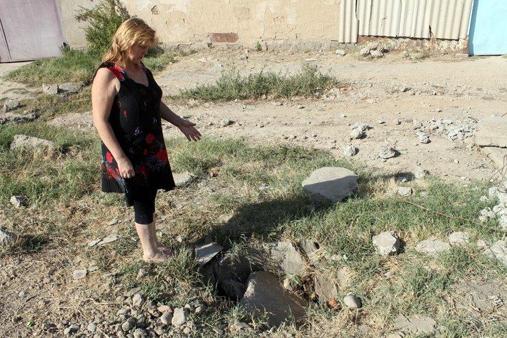 Бетонные плиты это пол беды, канализационные люки разбили и закидали остатками старого асфалььта