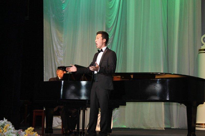 Чтобы принять участие в конкурсе в Шымкент приехали певцы из пяти стран.