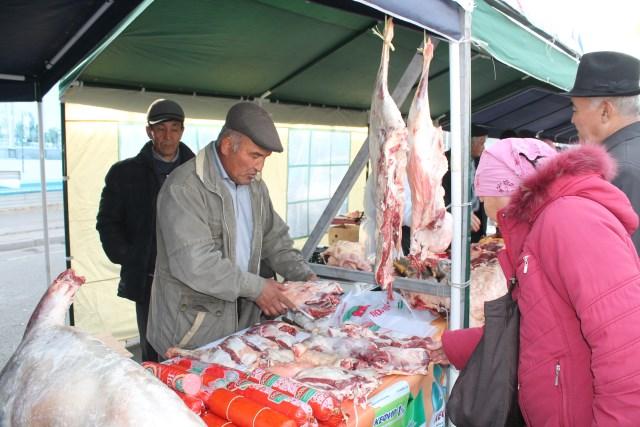 И снова мясо... баранина продавалась по цене от 800 тенге.