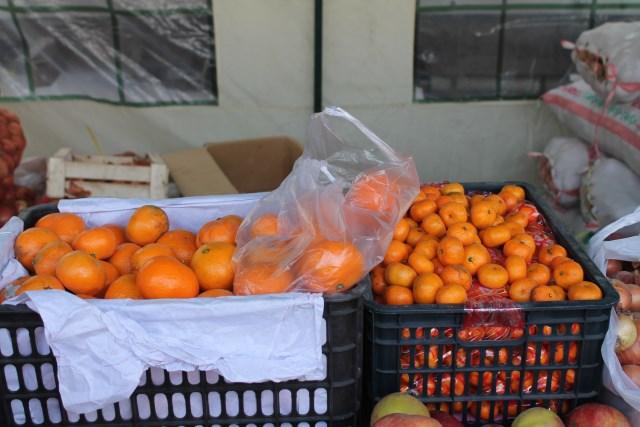 Неожиданно было увидеть на ярмарке отечественных сельхозпроизводителей... заморские мандарины.