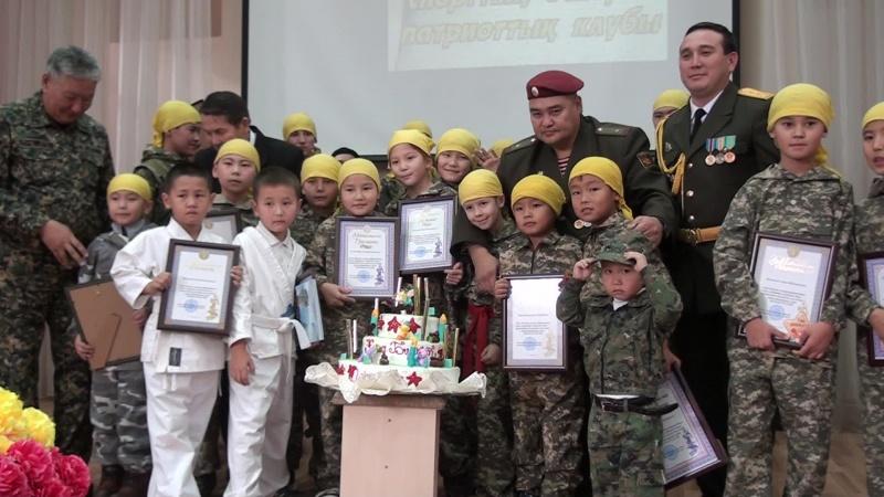 Вот уже10 лет офицеры учат детей любви к родине, патриотизму и дисцеплине