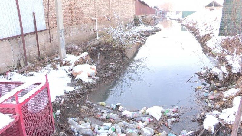 Жители микрорайона Самал опасаются что канал Кошкар-ата ближе к весне может выйти из берегов