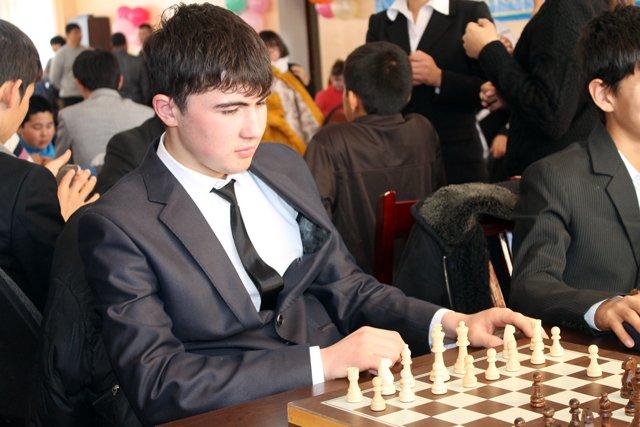 Мухидин Таджиев, победитель турнира по шахматам.
