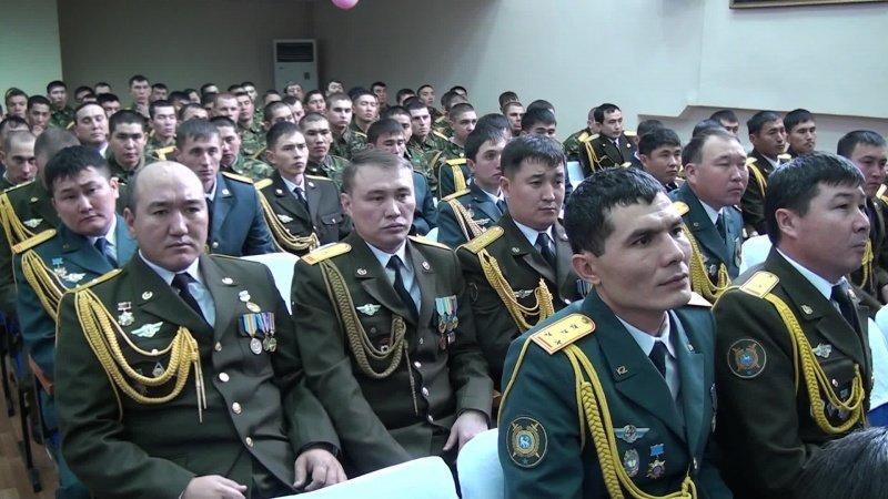 Ребятишек с юбилеем клуба поздравили офицеры почти всех силовых структур
