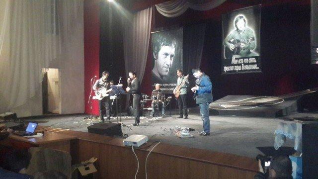 Любимые всеми песни Высоцкого исполняли не только казахстанские барды, но и узбекистанские певцы.