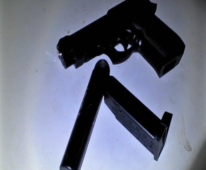Игрушечный пистолет был найден у задержанного при обыске