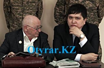 Адвокат Талгат Есимов (справа)