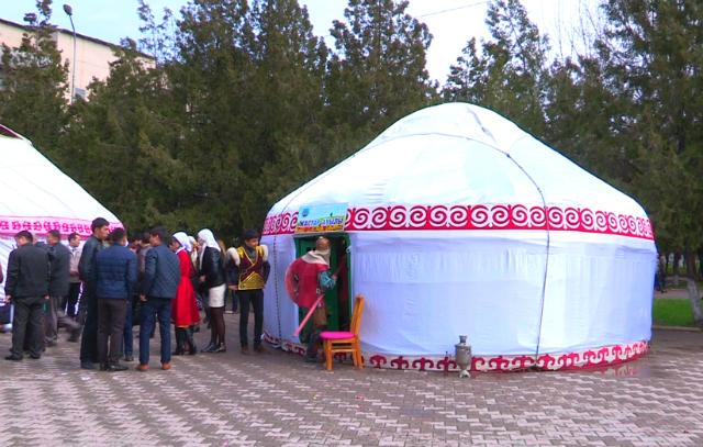Студенты Шымкента отмечают Наурыз мейрамы