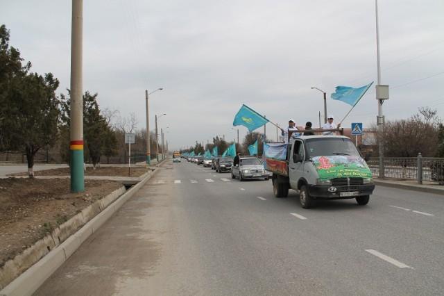 Празднично-патриотическая автоколонна растянулась на десятки метров