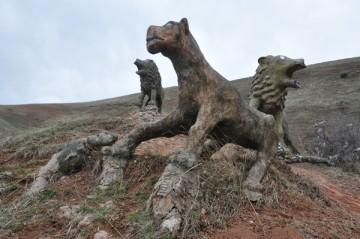 Шымкент. Скульптуры львов
