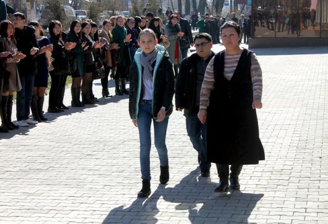 "Студенты ЮКГПИ приветствуют ""Шахматную принцессу"""