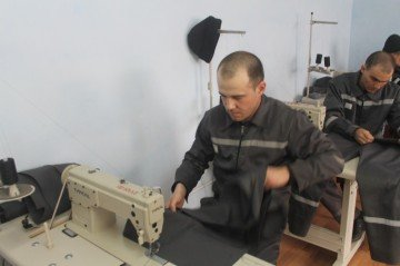 Заключенный Константин Лихониди освоил за решеткой новую профессию.