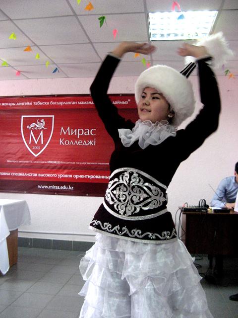 """Для гостей праздника студенты колледжа """"Мирас"""" подготовили концерт"""