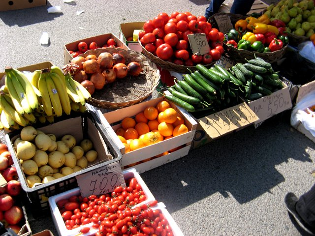 Цена на зелень, помидоры и огурцы ни в чем не уступала магазинной