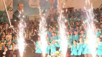 Южноказахстанские школьники празднуют победу