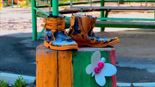 Старные ботинки превратились в сапоги-скороходы