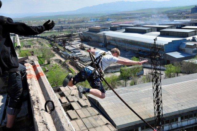 Однако этот парень все решился на прыжок
