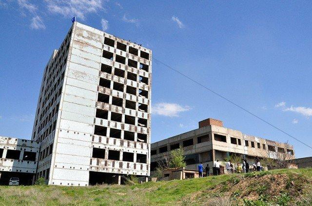 Прыжки совершались с крыши 9-го заброшенного здания
