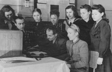 Инструктаж советских связисток