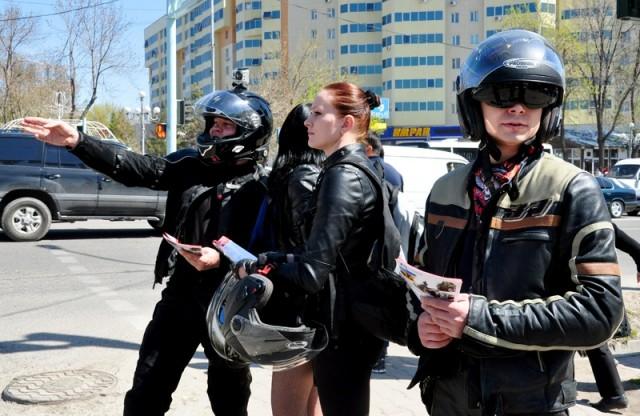 Активисты байк-движения постарались привлечь внимание шоферов и найти с ними взаимопонимание на проезжей части