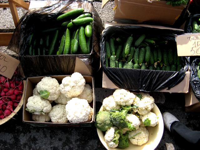 Белокочанную капусту можно было купить от 60 тенге, а цветную от 200 тенге за килограмм