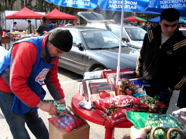 Подобные ярмарки в Шымкенте на площади Аль-Фараби проводятся каждые выходные