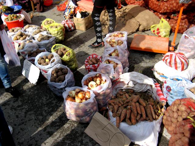 Самый ходовой товар - картофель, цена - от 70 до 110 тенге за килограмм