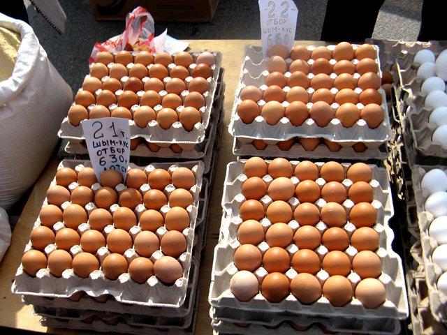 Яйца пользовались особым спросом. Цена - от 200 до 250 тенге за десяток