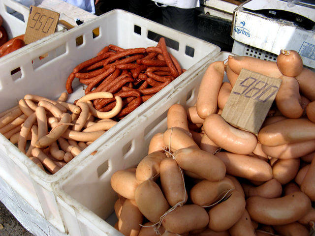 Особым спросом среди шымкентцев пользуется индюшатина. Мясо этой птицы считается диетическим и стоит не дорого