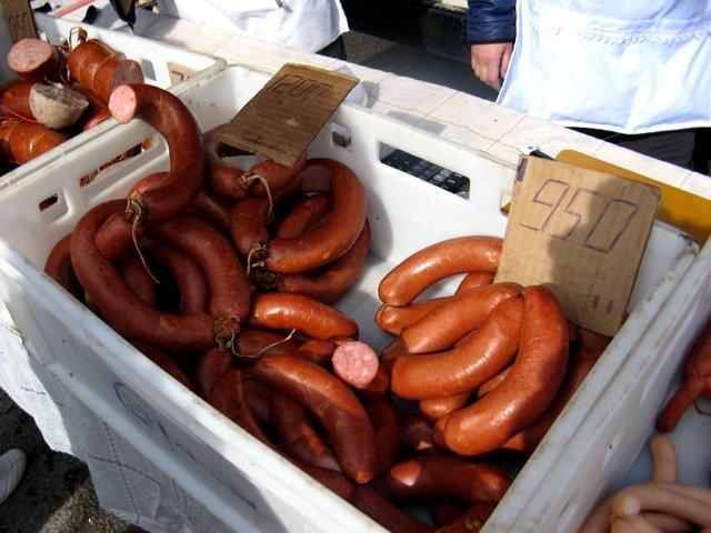 Колбасу и сосиски можно было купить от 650 до 1200 тенге за килограмм