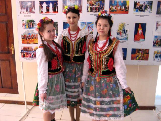 Национальная польская одежда, которую носили только молодые, не замужние,  девушки
