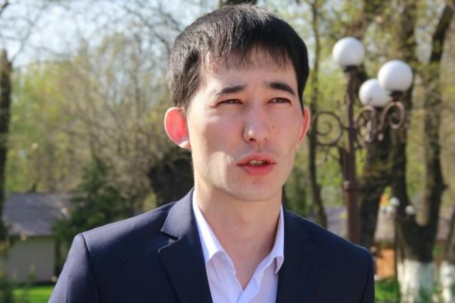 По словам главного специалиста сектора благоустройства города Жандоса Оспанова, в 2014 году на ремонт и уход за двадцати восемью памятниками, установленными в Шымкенте значимым для Казахстана историческим личностям, из бюджета выделено 20 миллионов тенге