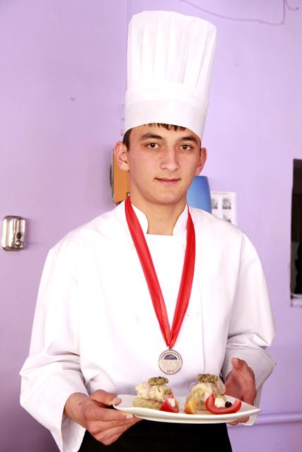 Учащийся второго курса Руслан Амантаев, покорил жюри блюдом из рыбы